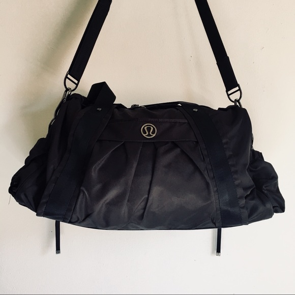 Lululemon 😍 FLASH SALE 😍 Black Duffle Gym Bag